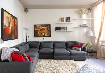 Bright and comfortable living room!