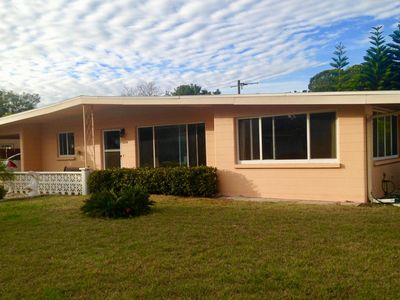 NEW LISTING Cozy Mid-Century Florida home in a great location!