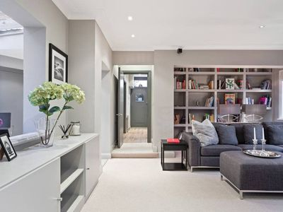 Photo for Luxurious 4 Bed Cottage w/Garden in Hammersmith