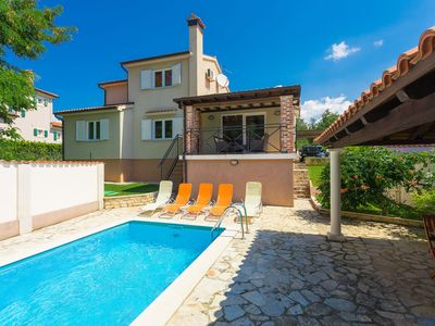 Photo for This 3-bedroom villa for up to 7 guests is located in Porec and has a private swimming pool, air-con