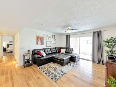 Photo for Remodeled, fully furnished - walk to Cubs stadium, shopping, dining & more!