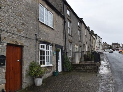 Photo for Vale Cottage, pet friendly, south facing court yard, 100m to centre of Middleham