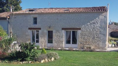 Photo for Cottage 100m², 3 bedrooms, swimming pool. Holy Triangle / Royan / Oléron