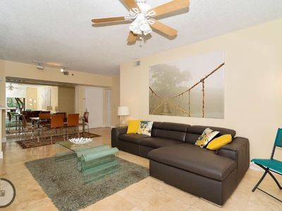 2 bedroom, 2 bath & 2 min to the Mall