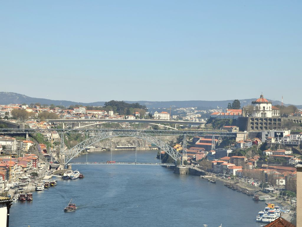 Apartment with Douro River view near Port Wine cellars