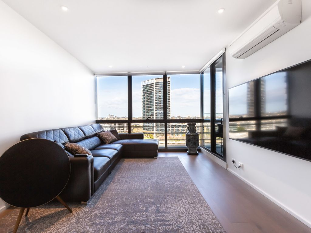 Sabrina Clean Contemporary 2 Bedroom Docklands Apartment Docklands