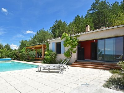 Photo for Villa with heated pool, beautiful view and garden, near Vaison-la-Romaine