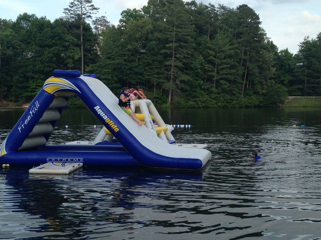 Family cabin retreat walking distance to pool and rock for Big canoe lodge
