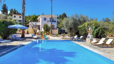 Photo for Villa with 2 separate fully furnished apartments with access via an outside staircase - ideal for