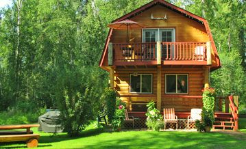 Charming Riverfront Log Cabin. Beautiful views of Aurora & Chena River.