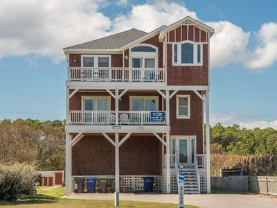 Photo for 4 Shore: Family and pets are welcome! Private pool, hot tub, and game room.