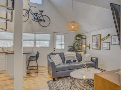 Photo for ☆1BR Downtown Balcony-Perfect☆Walk to Restaurants