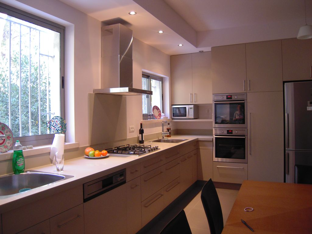 Beautiful strictly kosher modern home minut vrbo for How to kosher your kitchen