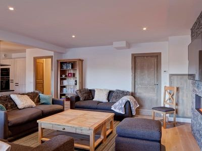 Photo for Apartment La Tania, 4 bedrooms, 12 persons