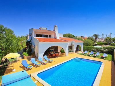 Photo for Villa Mirasol - 4 bed, 4 bathroom, luxury villa with private ppol - Algarve