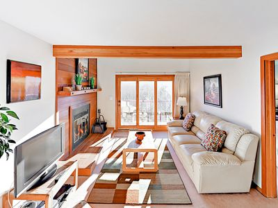 Photo for 2BR w/ Epic Mountain Panoramas, Clubhouse w/ Pool & Hot Tub - Near Skiing