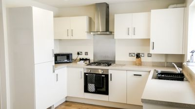 Photo for Modern Luxury Large 2 Bed Aptartment With Free Private Parking