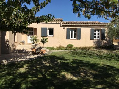 Photo for Provencal villa on one level with private pool, sleeps 8
