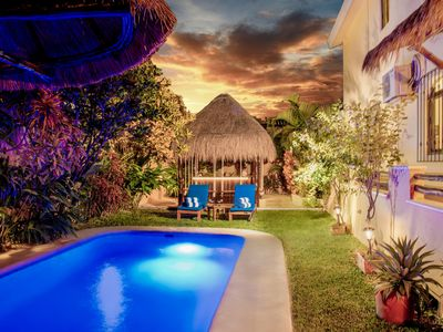 Photo for Beautiful 1st floor, great for 2-4 guests, steps to the pool & hot tub + bikes!