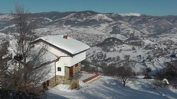 Beautiful Large Chalet / Magnificent Mountain Views