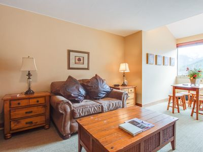 Photo for Newly renovated lock-out studio w/ shared hot tub access - walk to lifts!