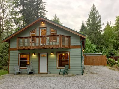 Photo for Mt. Baker Rim Cabin #59 - Private outdoor hot tub and pet friendly!
