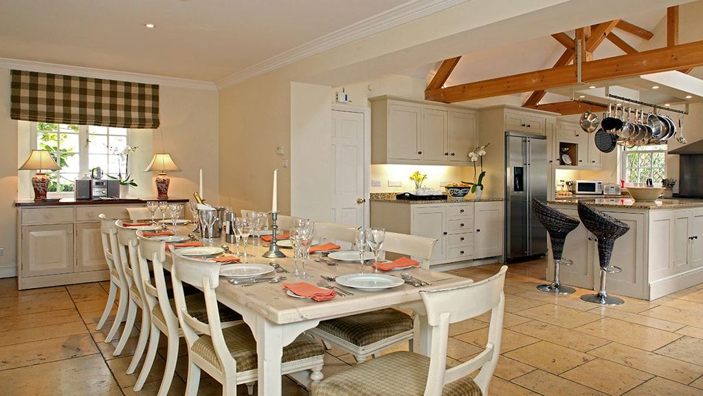 Large georgian house with private garden homeaway for Perfect kitchens chipping norton