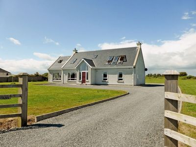 Photo for 4 bedroom property in Fethard-on-Sea. Pet friendly.