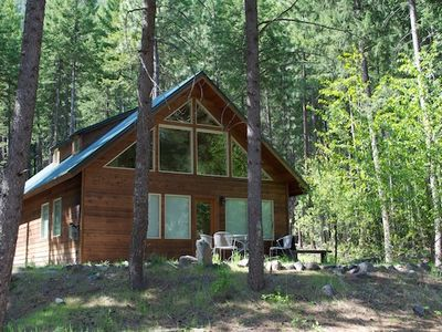 Photo for Warm Mazama Cabin; 2-Bed, 2-Bath Cabin in the Woods. Internet. Gas Fireplace.