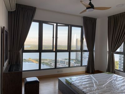 Master Bedroom with King size bed and sea view.