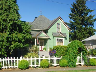 Photo for Comfortable Elegance in the Heart of Newberg