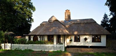 Photo for Thatched `Chocolate Box` Cottage in Norfolk