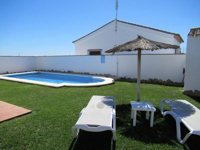 Photo for Chalet Huerta con piscina y pista de paddle en Roche.Conil. Nº 1