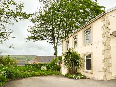 Photo for THE CROFT, pet friendly, with hot tub in Kidwelly, Ref 919041
