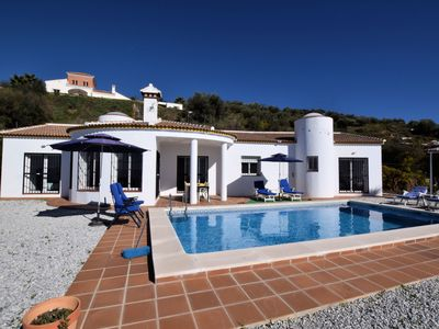 Photo for Spacious Villa with Private Pool in Arenas