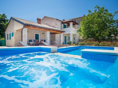 Photo for Charming three bedroom villa with private pool and hydromassage near Porec