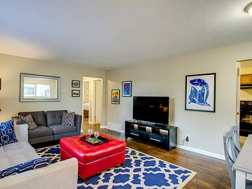 Chic Remodeled 4 Bedroom Home,   1 Block From Memorial Park,  Pet Friendly