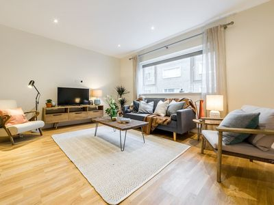 Photo for (6) Lovely 3bed/2 bath 3min from South Ken Tube