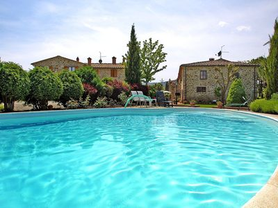Photo for Beautiful apartment with WIFI, pool, TV, washing machine, pets allowed and parking, close to Are...