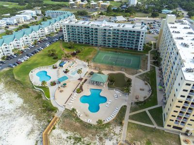 Photo for Ground-floor condo w/entertainment, shared pool, hot tub-near beach
