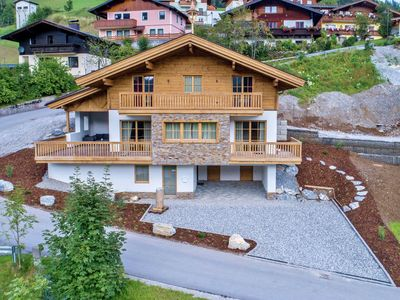 Photo for Luxurious lodge with private wellness, in a sunny location in Hochkönig