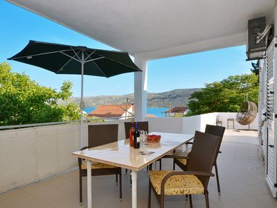 Photo for LANTERNA - tasteful apartment for 6 + 4 persons, only 60m from the pebble beach