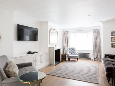 South Kensington 3 Bedroom Vacation Home, Donne Place Pro-Managed)