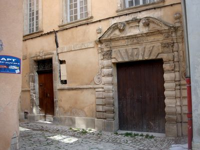This door dates back to the renaissance  period.....one of the oldest in Apt.