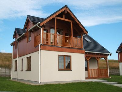 Photo for 3 bedroom lakeside holiday home with hotel and leisure centre onsite