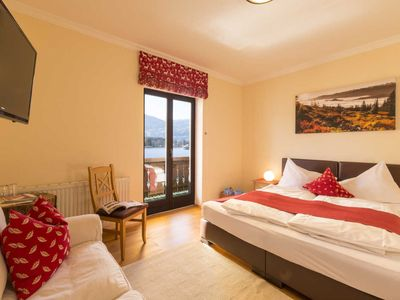 Photo for Classic double room with balcony and lake view - HOTEL garni Seehang & Seelounge