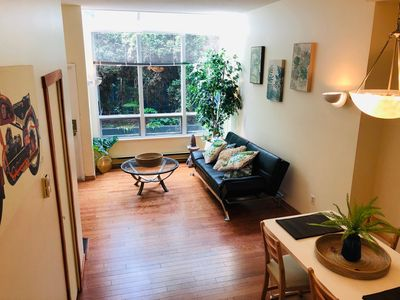 Photo for Central 3-level Townhouse with Rooftop Patio (B)