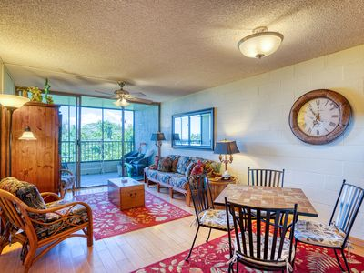 Photo for Ocean view condo w/ private lanai, shared pool, & full kitchen!