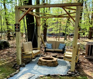 Poconos! Perfect Getaway! Secluded, New Fire Pit, AC  & Sauna