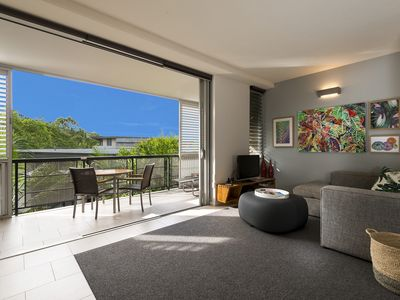 Photo for Footsteps to the Heart of Noosa and a View!